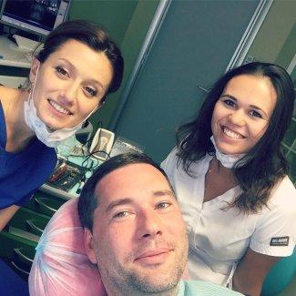 Стоматологи и пациент